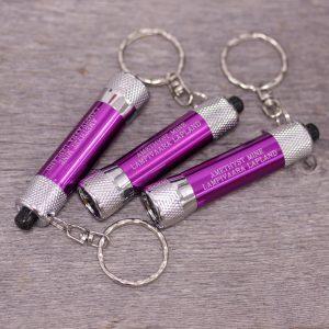 Ametisti avaimenperä-taskulamppu